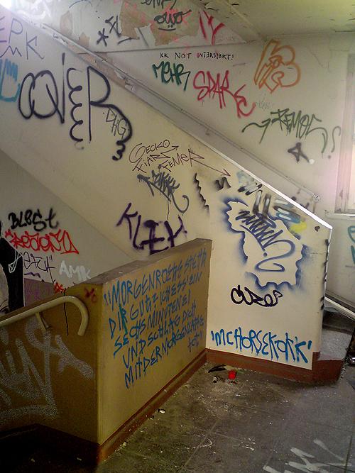 Verlassene Halle Graffiti